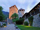 49 - Castel Tirolo. Il castello, costruito dalla famiglia dei Conti di Tirolo, ospita oggi il Museo storico-culturale delle Provincia di Bolzano.