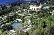 55 - Merano - Castel Trauttmansdorff - Merano- Situati sul pendio che sovrasta la città termale di Merano, in provincia di Bolzano, i Giardini di Castel Trauttmansdorff, dove un tempo passeggiava l'imperatrice d'Austria Sissi, coprono una superficie di 12 ettari con oltre 80 ambienti botanici, con giardini a tema, splendide fioriture, stazioni sensoriali e padiglioni artistici, i quali ne fanno una meta unica che unisce natura, arte e cultura.
