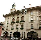 8 - Bolzano-Palazzo Municipale-La centralissima Piazza del Municipio della città di Bolzano ospita il neo barocco Palazzo Municipale e le splendide costruzioni attigue (per es. casa Amonn) che si contraddistinguono per le loro facciate decorate a stucco in stile rococò.