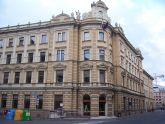 9 - Bolzano- L'attuale Palazzo delle Poste di Bolzano, situato in Piazza Parrocchia, riveste un particolare ruolo nella storia della città. La struttura venne costruita sul finire del XIX secolo, intorno agli anni 1889-90, seguendo le linee del gusto neorinascimentale dell'epoca.