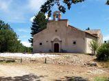 49- -Rocca di Cambio l'antica chiesa di S. Lucia (XII-XIV sec.). L'interno, a tre navate, custodisce un pregevole ciclo di affreschi del '300.