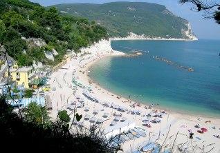 61 - Spiagge Sirolo Marche- Spiaggia delle Due Sorelle raggiungibile solo via mare
