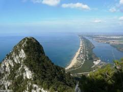 17-Sabaudia_mare_panorama_dalla_vetta_del_circeo.jpg