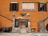 41--Pettorano sul Gizio (625 m. s.l.m., circa 600 abitanti), la fontana cinquecentesca nell'atrio del Palazzo Ducale, oggi PIazza Zannelli