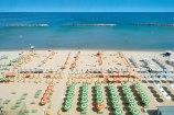 16- L'Hotel delle Nazioni a Pesaro ha accesso diretto alla spiaggia. La sabbia è fine e pulita, il mare chiaro e limpido è adatto ai bambini di tutte le età
