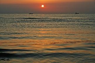 35- Pescatori sulla spiaggia di Rimini all'alba di Maurizio Manduchi