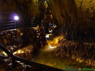 34- Le grotte di Stiffe, in territorio di S. Demetrio ne' Vestini