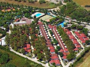 76 - Il Camping Villaggio Numana Blu è una strttura a 4 stelle e si trova sul lungomare sud di Numana, a km. 1,5 dal centro abitato di Marcelli