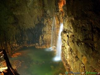 31- La spettacolare Sala della Cascata, nelle celebri Grotte di Stiffe. Le grotte, autentica meraviglia della natura, si trovano nel Parco Regionale Sirente-Velino.