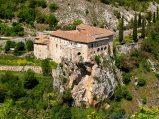 29- D'Ocre -Il convento di S. Angelo (1242), nel Parco Regionale Sirente-Velino.