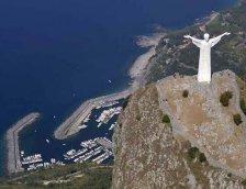 40 - Basilicata vista dal cielo - Scorcio di Maratea con la Statua del Cristo Redentore, seconda solo al Cristo del Corcovado a Rio de Janeiro. La statua è alta 21 metri con una apertura di braccia di 19 metri.