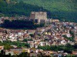 24- Celano- La cittadina i nel Parco Regionale Sirente-Velino, dominata dall'imponente castello Piccolomini (XIV-