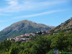 21- Rocca di Cambio (1.433 m. s.l.m.), il comune più alto dell'Appennino.