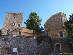 11 - San Benedetto in Perillis -Il borgo medievale fortificato di (878 m. s.l.m., circa 150 abitanti