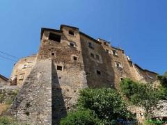 10 - Acciano-Le antiche case-mura (600 m. s.l.m., circa 150 abitanti), borgo del Parco Regionale Sirente-Velino