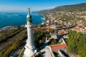 2 - Trieste. Panorama città e faro
