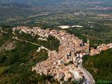 8- Pacentro (690 m. s.l.m., 1.220 abitanti circa), I Borghi più Belli d'Italia, nel Parco Nazionale della Majella
