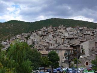 1 -Scanno (1.050 m. s.l.m., circa 2.050 abitanti), I Borghi più Belli d'Italia, nel Parco Nazionale d'Abruzzo, Lazio e Molise.