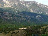 51- D'Ocre-Il solitario monastero fortificato di S. Spirito (1222), situato sui contrafforti del Monte Ocre (2.204 m.