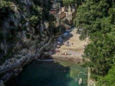 77,2 - Furore - provincia di Salerno-Nonostante il nome con il quale è comunemente conosciuto, si tratta in realtà di una rìa, un ristretto specchio d'acqua posto allo sbocco di un vallone a strapiombo , creato dal torrente Schiato.