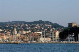 8 - Trieste. Muggia dal mare