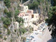 82 - Furore- il borgo marinaro. Siamo a Furore, tra Praiano e Conca dei Marini , poco meno di 1.000 abitanti, che ancora abitano questo splendido tratto di Costiera Amalfitana,