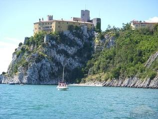 11 - Trieste - Muggia la costa con vista castello