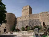 59 -L'imponente castello Cantelmi (XIV-XV sec.), con torre pentagonale, domina l'antica Pettorano sul Gizio, uno de I Borghi più belli d'Italia.