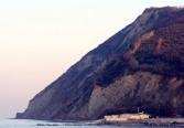 11,1-Vallugola - vicino a Gabicce si trova-allìinterno-del-parco-naturale-del-monte-san-bartolo-un-sistema-collinare-che-si-estende-per-venti-chilometri-di-costa-a-picco-sull'adriatico