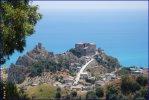 138 - ROCCELLA JONICA Il primo particolare per chi giunge a Roccella Jonica è il Castello, che sovrasta l'intero paese. Percorrendo le strade del centro storico