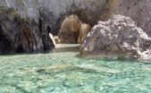55 - Palmarola, l'isola dalla stupefacente bellezza, pare nascondere un leggendario tesoro. Nel XVI e XVII Secolo i pirati barbareschi utilizzavano Palmarola ...