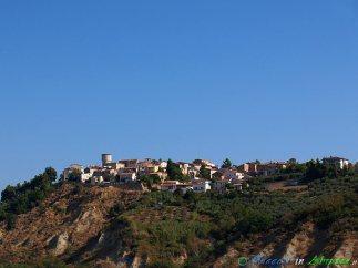 1- MORRO D'ORO Panorama del borgo