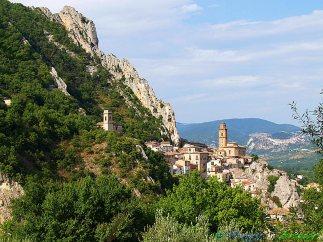1 - Villa Santa Maria, Il suggestivo borgo . La località è chiamata la Patria dei cuochi perchè il suo Istituto Alberghiero Statale ha formato cuochi divenuti celebri in tutto il mondo.
