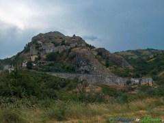 10- Corvara- Il suggestivo borgo , nel Parco Nazionale del Gran Sasso-Monti della Laga.
