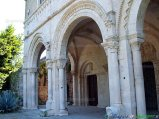 16- -Castiglione a Casauria- il celebre portico di Leonate (XII sec.) nell'antica e storica abbazia di S. Clemente a Casauria (IX sec.).