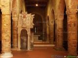 17- -Moscufo- l'abbazia di S. Maria del Lago (X-XII sec.), con il pregevole ambone realizzato nel 1156 dal celebre Nicodemo.