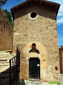 18- CIVITELLA DEL TRONTO La chiesa di S. Maria degli Angeli (XIV sec.).