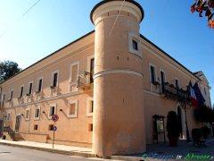 16- Torrevecchia Teatina il Palazzo Ducale Valignani (XVIII sec.).