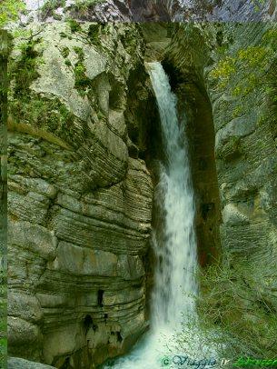 28- Civitella del Tronto- nel suo territorio la spettacolare cascata nella selvaggia Riserva Naturale delle Gole del Salinello,