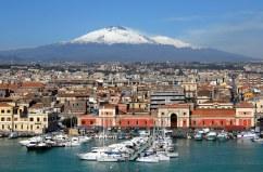 29- Catania-Uno scorcio del porto dominato dall'Etna