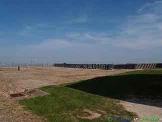 29- Civitella del Tronto L'immensa Piazza d'armi della fortezza .