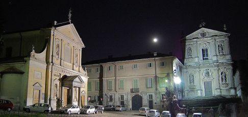 4- Monza- Meda-La Villa Antona Traversi è nata in seguito alla trasformazione del monastero medievale di San Vittore,fondato dodici secoli fa .