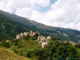 4- Roccacaramanico -Il piccolo borgo medievale (1.080 m. slm.), situato ai piedi delle faggete del Morrone (2.061 m.), nel Parco Nazionale della Majella.