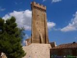 44- Cermignano- la originale torre medievale di Montegualtieri (XII-XIII sec), di forma triangolare.