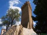 45- Cermignano- la torre medievale (XII-XIII sec.) di Montegualtieri. La torre, alta 18 m., ha una originale forma triangolare e fu eretta a guardia della sottostante vallata del Vomano.