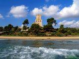 49- Pineto- la Torre di Cerrano (XVI sec.), uno dei principali simboli della costa abruzzese. Il torrione di avvistamento costiero ospita, oggi, un importante Laboratorio di Biologia Marina.