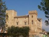 5 - Lo storico castello di Crecchio- Il castello medievale (XIII sec.). La fortezza è diventata storica per aver dato rifugio, nel Settembre del '43, a Vittorio Emenuele III prima dell'imbarco dal porto di Ortona.