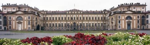 5- La Villa Reale di Monza è un grande palazzo in stile neoclassico che fu usato come residenza prima dai reali austriaci e poi da quelli italiani. Attualmente ospita mostre, esposizioni e in un'ala anche l'Istituto Superiore d'Arte e il Liceo artistico di Monza. Nel 2011 è stata sede decentrata dei Ministeri dell'Economia e delle Finanze, delle Riforme Istituzionali, della Semplificazione Normativa e del Turismo
