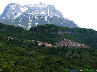 6 - -Pietracamela (1.005 m. s.l.m., circa 160 abitanti), I Borghi più Belli d'Italia, nel Parco Nazionale del Gran Sasso-Monti della Laga.