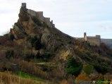 8- Roccascalegna il castello medievale e la chiesa di S. Pietro (XIII sec.)(XI sec.).